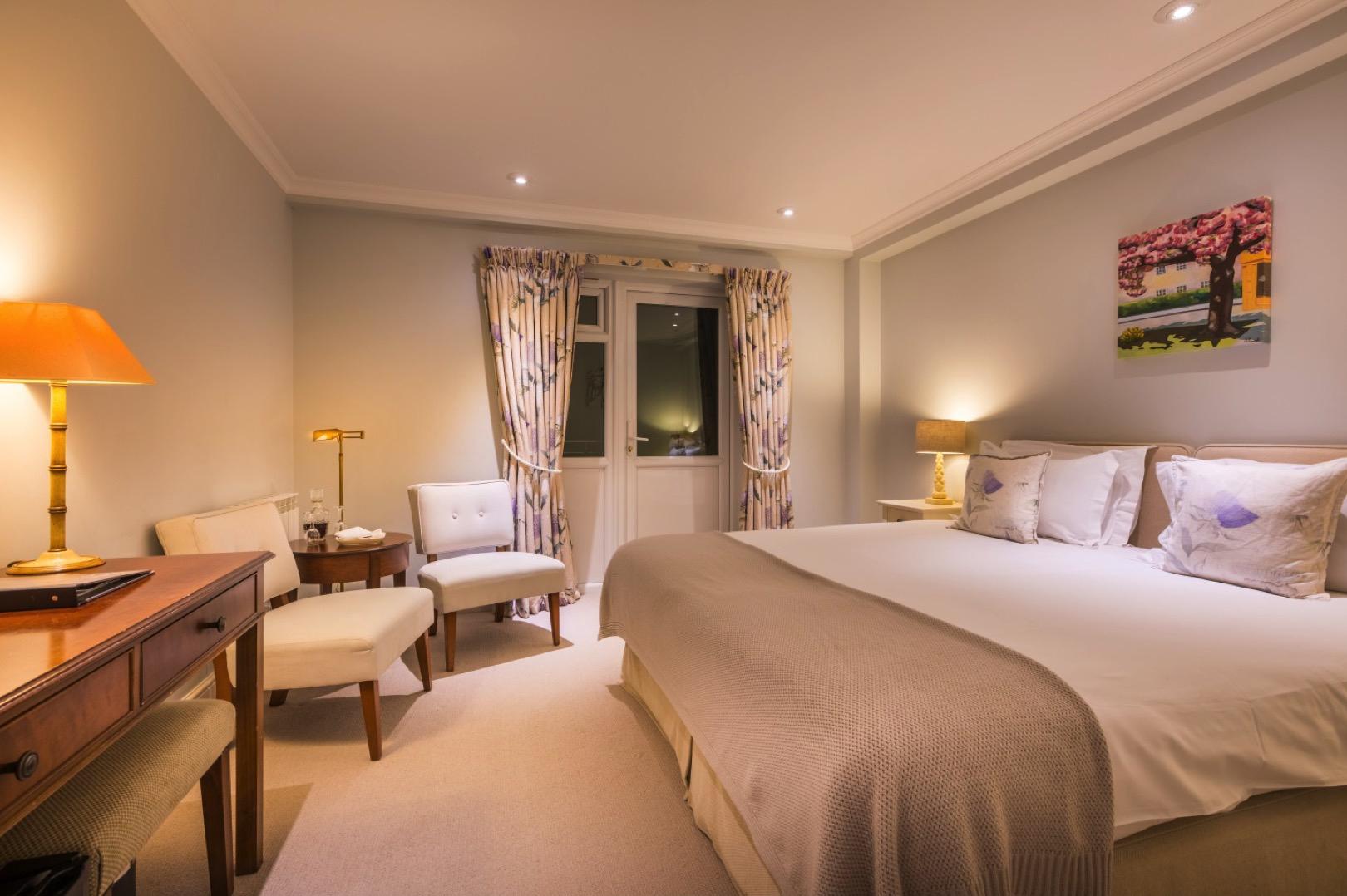 Fantastic Gold Rooms Hotel Rooms Suites Fermain Valley Hotel Interior Design Ideas Pimpapslepicentreinfo